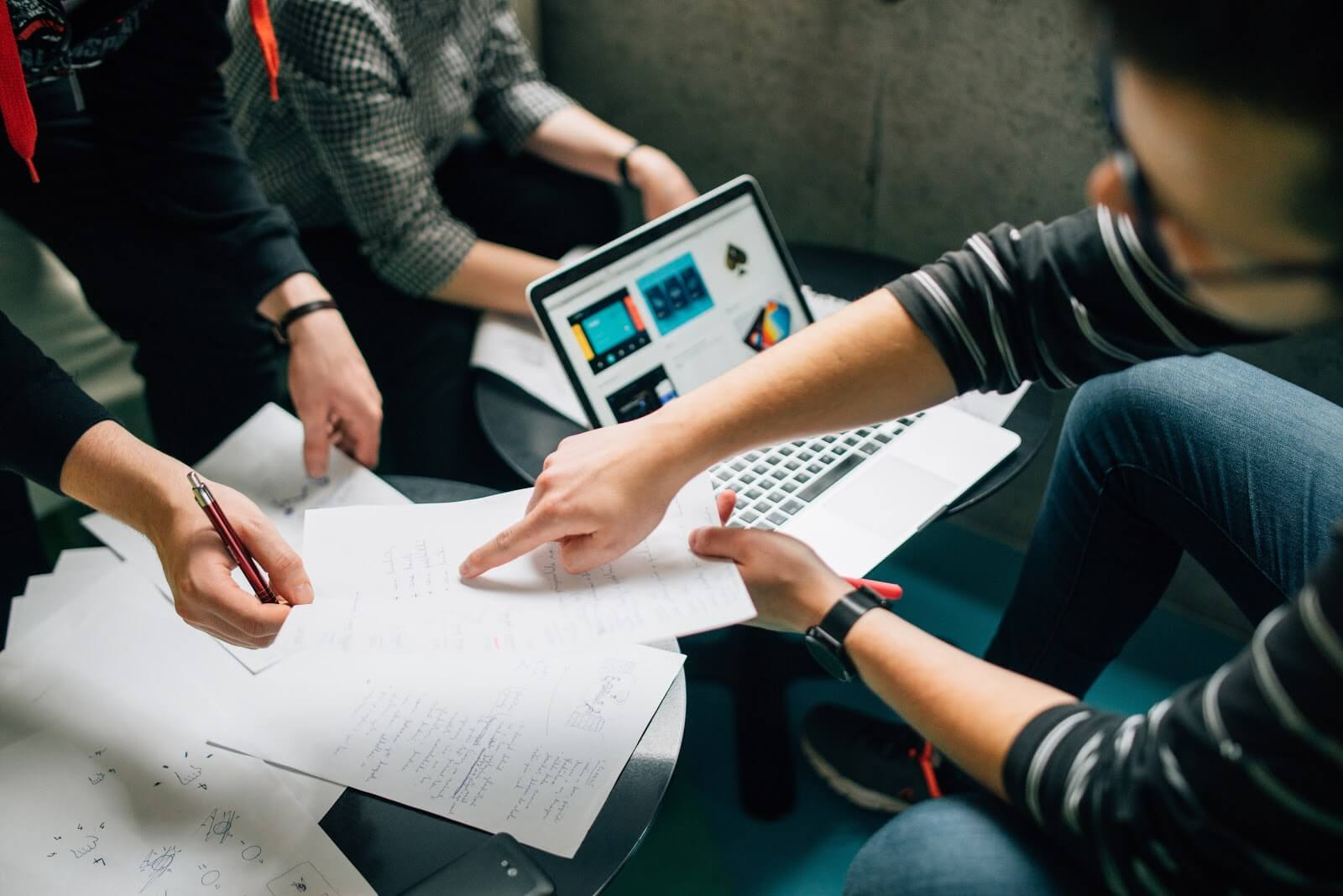 A Product Owner discusses a user story with a developer and the Scrum Master. A Scrum Team is made up of the Product Owner, the Scrum Master and the Development Team.